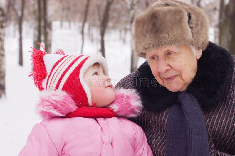 Menina com a avó fotos de stock royalty free