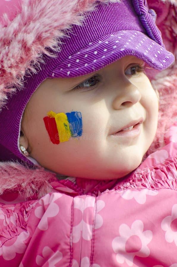 Menina com a bandeira romena cara-pintada imagens de stock