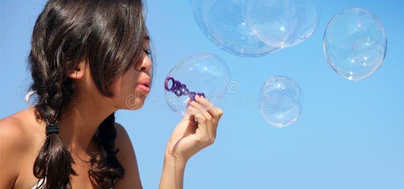 Menina com bolhas fotografia de stock royalty free