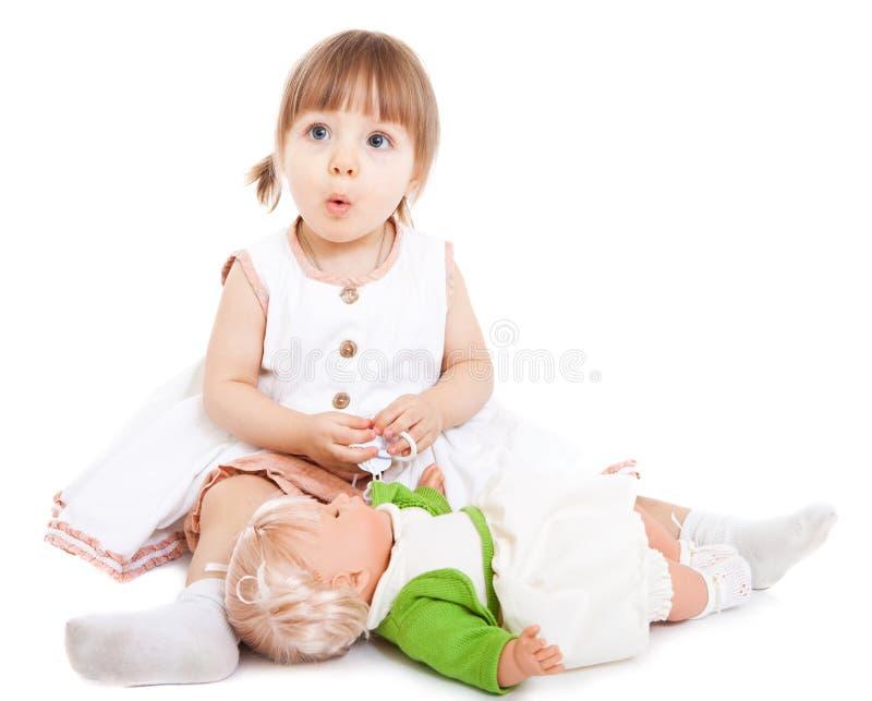 Menina com boneca foto de stock