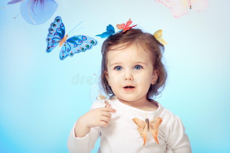 Menina com borboletas foto de stock royalty free