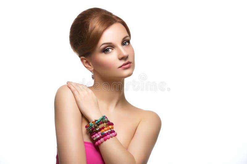 Menina com braceletes coloridos fotos de stock royalty free