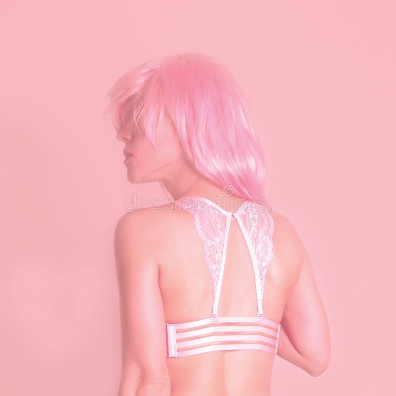 Menina com cabelo cor-de-rosa foto de stock royalty free