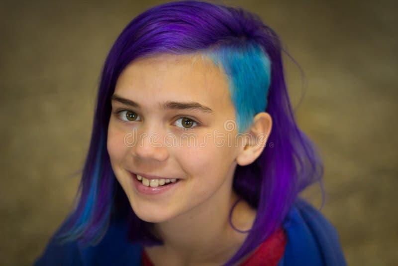 Menina com cabelo extremo foto de stock