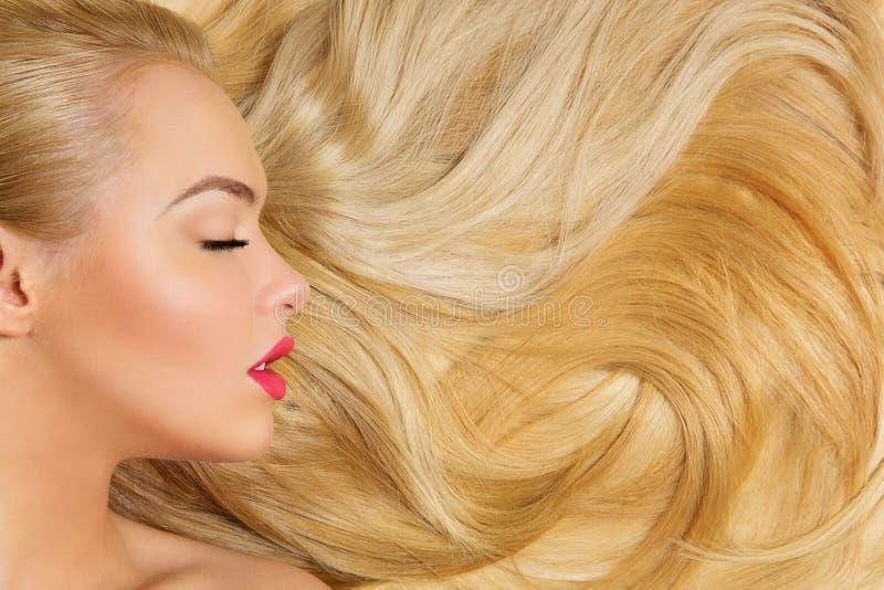 Menina com cabelo louro longo fotos de stock