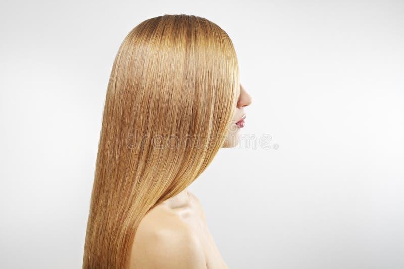 Menina com cabelo reto bonito imagens de stock