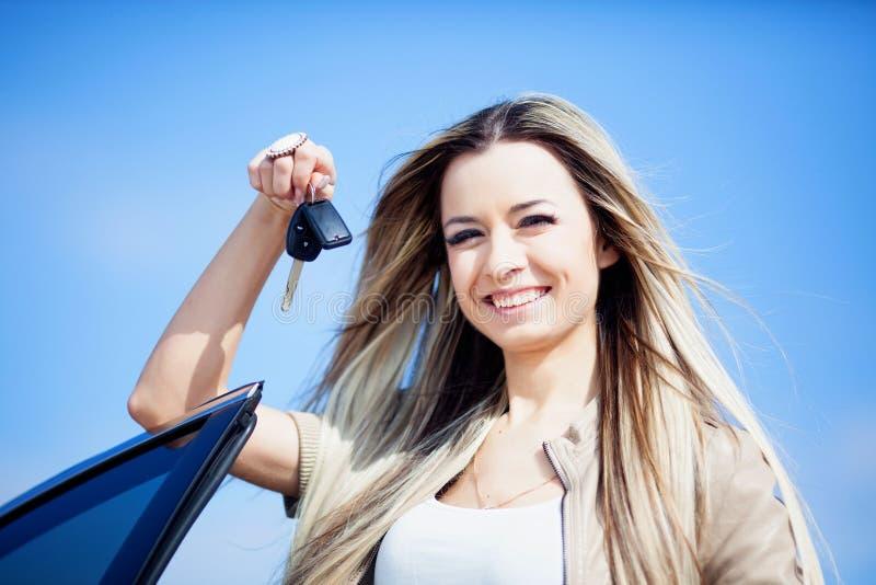 Menina com carro fotografia de stock royalty free