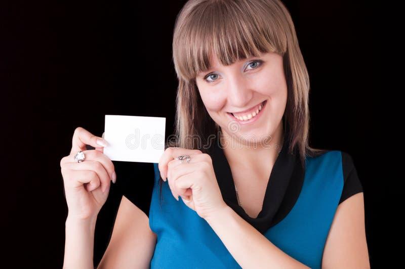 Menina com cartão em branco foto de stock royalty free