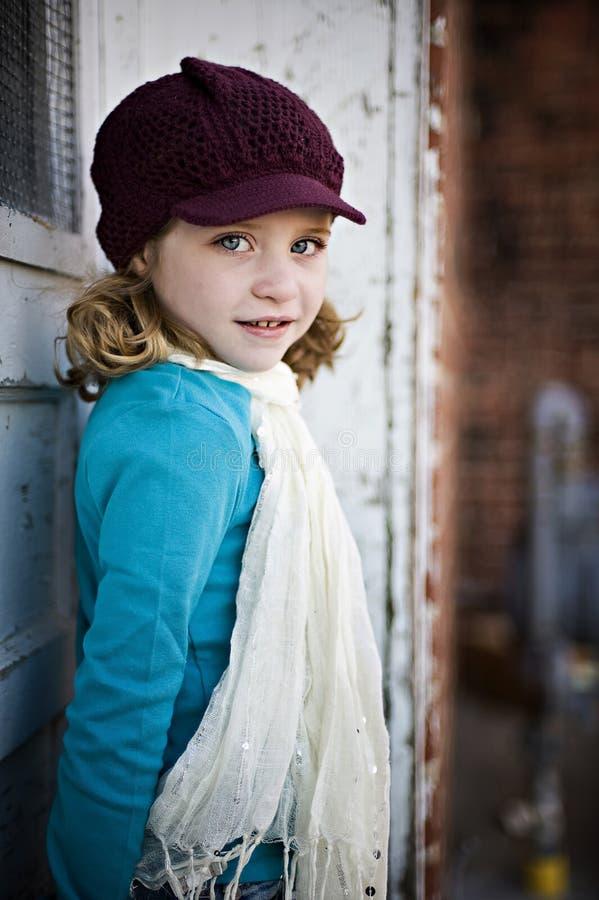 Menina com chapéu e lenço fotografia de stock