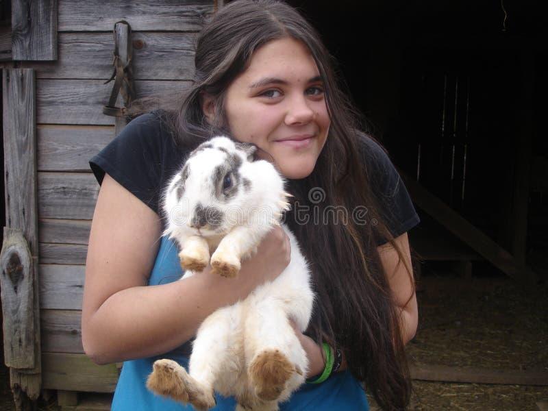 Menina com coelho imagem de stock