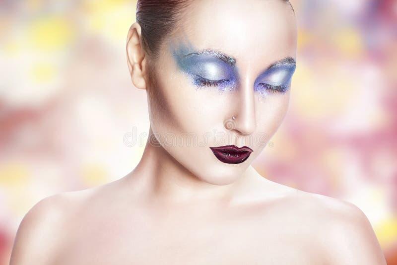 Menina com composição azul. fotografia de stock