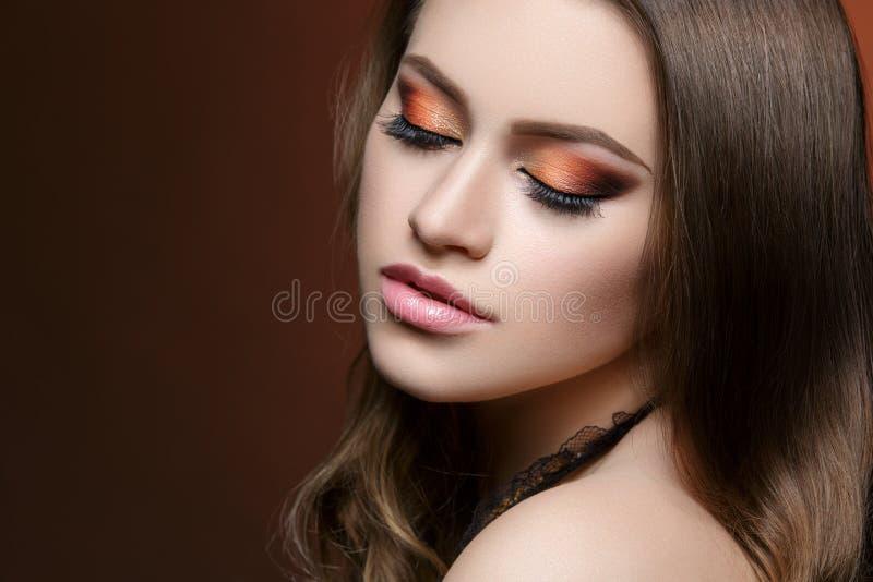 Menina com composição brilhante fotografia de stock