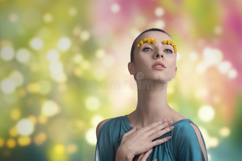Menina com composição criativa da mola fotografia de stock royalty free