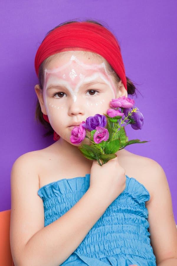 Menina com composição em sua cara fotos de stock