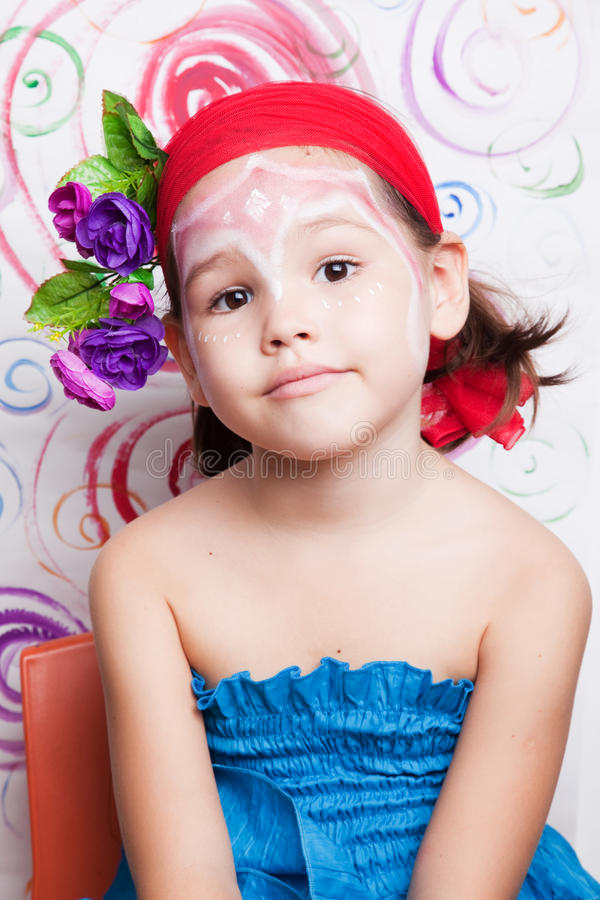 Menina com composição em sua cara imagem de stock