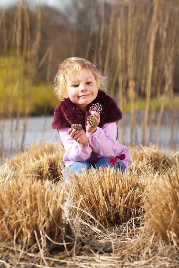 Download Menina com cones foto de stock. Imagem de bonito, menina - 16870200