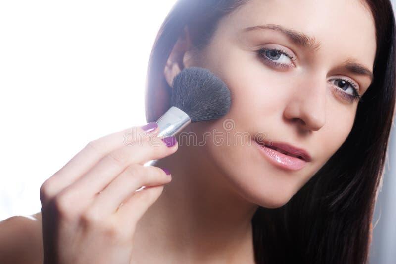 Menina com escova do pó imagens de stock royalty free