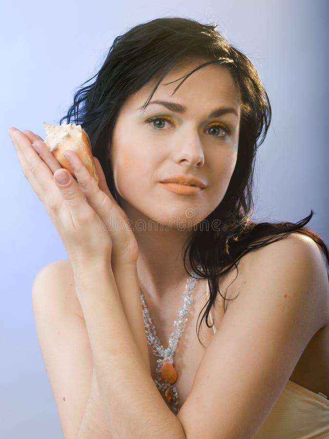 Menina com escudo fotografia de stock royalty free