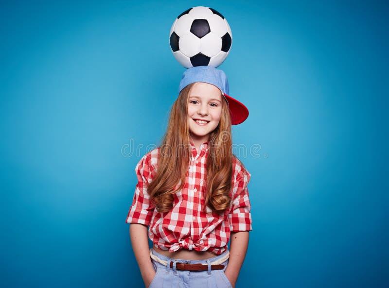 Menina com esfera de futebol imagem de stock royalty free