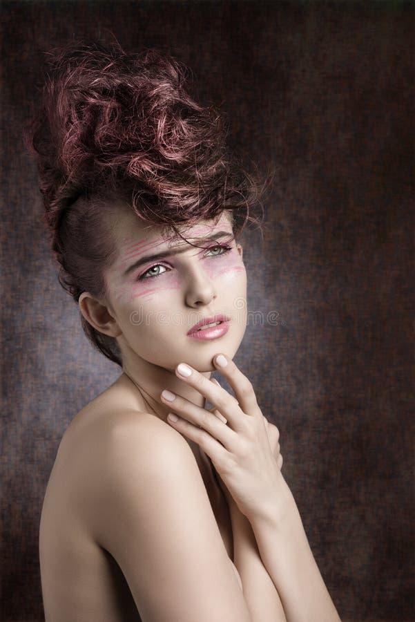 Menina com estilo criativo da rocha imagem de stock royalty free