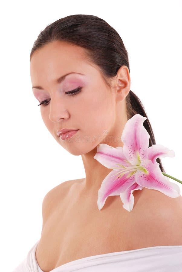 Menina com flor fotografia de stock royalty free