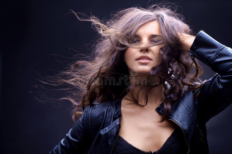 Menina com fluência do cabelo fotos de stock royalty free