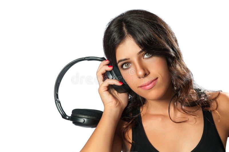 Menina com fones de ouvido que escuta a música fotos de stock royalty free