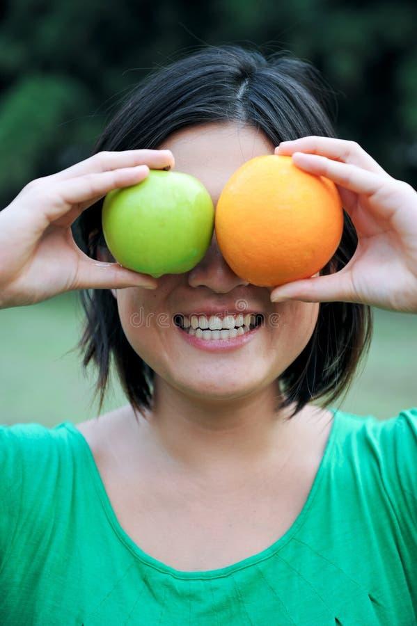 Download Menina com fruta imagem de stock. Imagem de menina, outdoor - 10050173