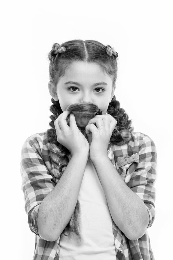 Menina com fundo branco isolado das tran?as penteado longo Jogo da menina com cabelo longo Haircare e conceito do penteado imagens de stock royalty free