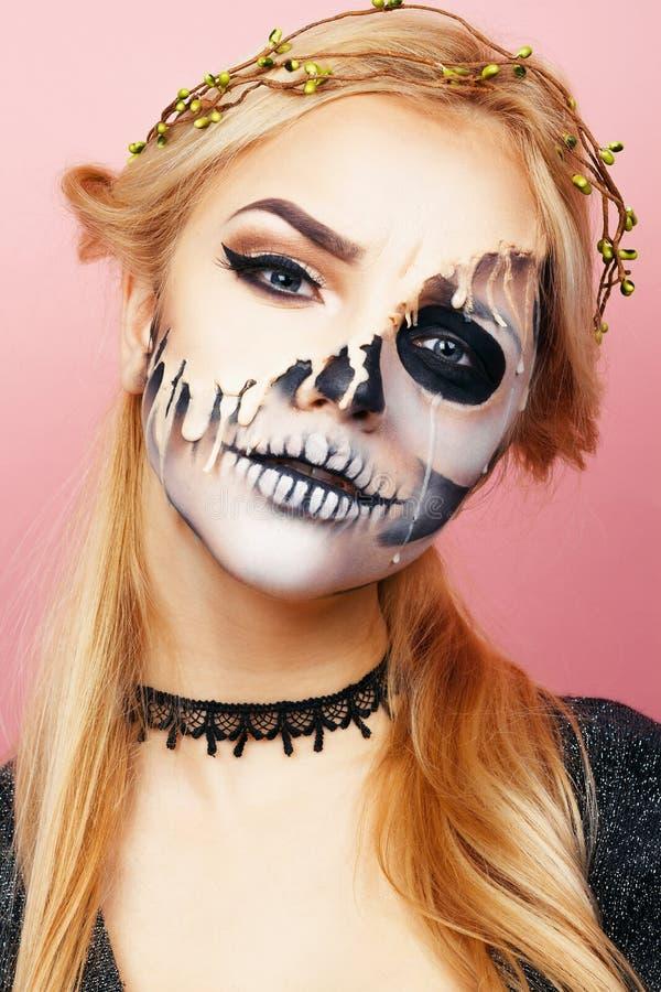 Menina com gotejamentos na cara para Dia das Bruxas fotografia de stock