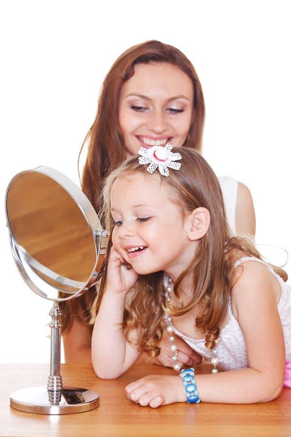 Menina com grânulos novos sobre fotos de stock