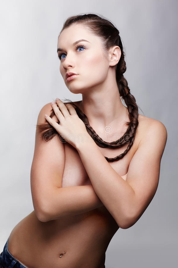 Menina com hair-do creativo foto de stock royalty free