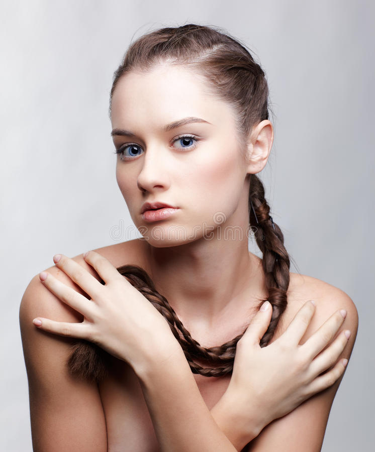 Menina com hair-do creativo imagens de stock royalty free