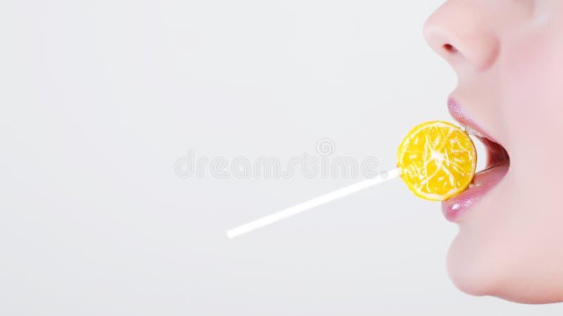 Menina com lollipop imagens de stock royalty free