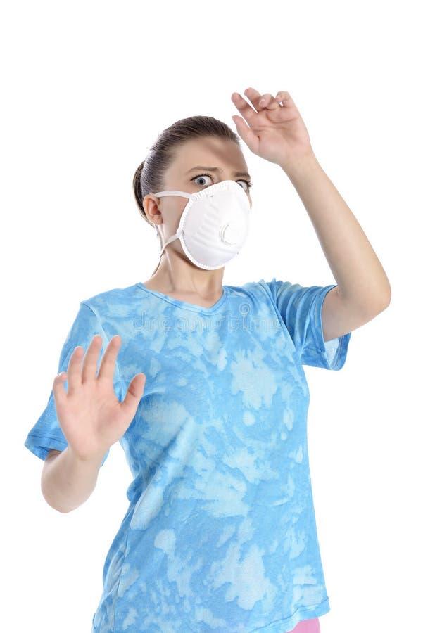 Menina com máscara contra a gripe de suínos imagens de stock royalty free