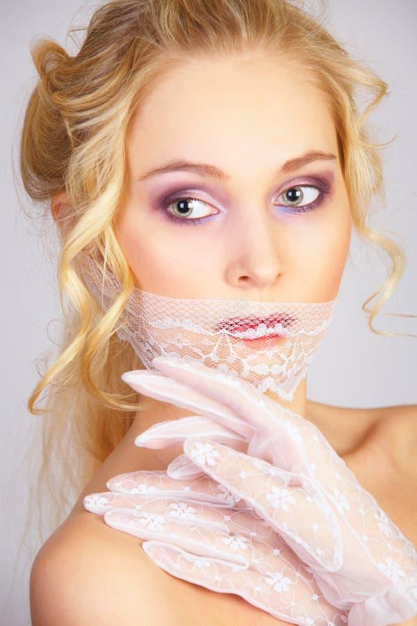 Menina com máscara do laço na boca fotografia de stock royalty free