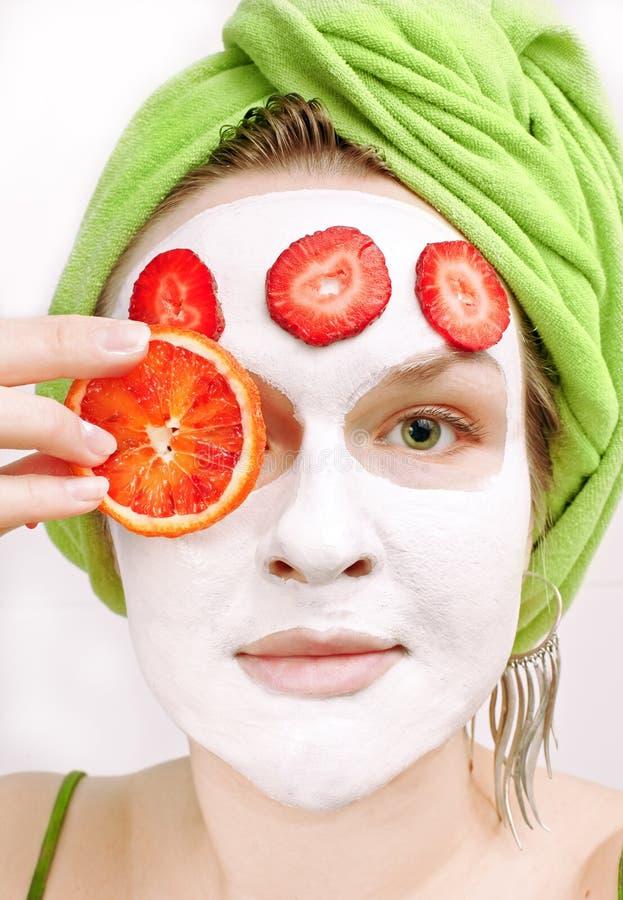 Menina com máscara protectora fotos de stock