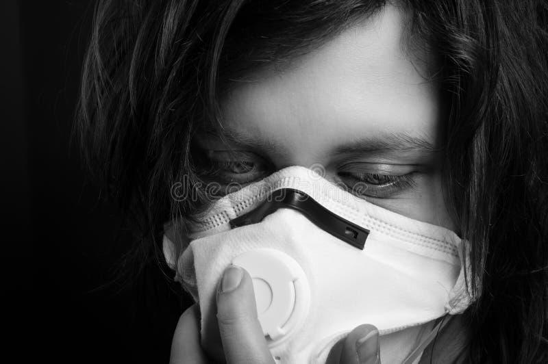 menina com máscara protetora fotografia de stock royalty free