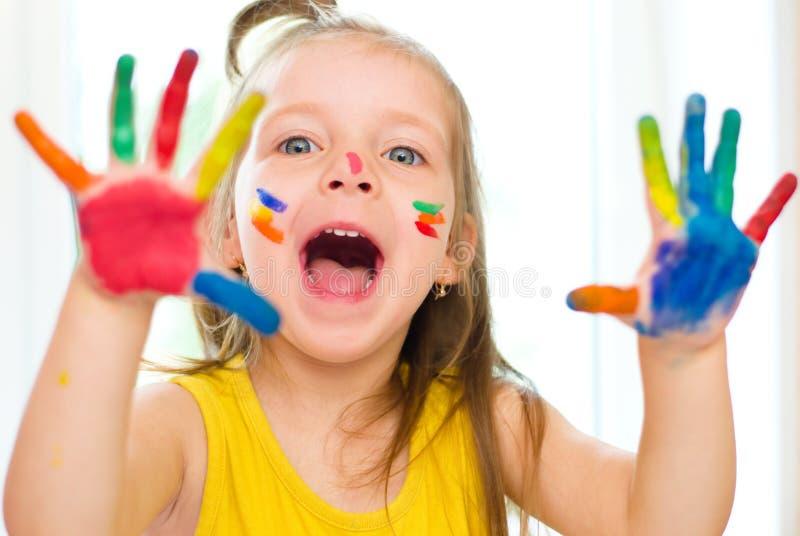 Menina com mãos pintadas imagens de stock royalty free