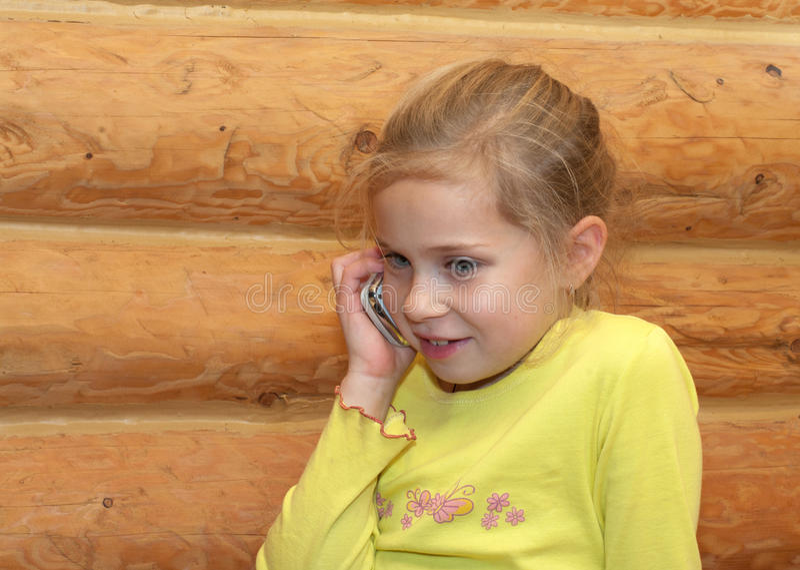 Menina com móbil. imagens de stock royalty free