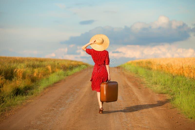 Menina com mala de viagem foto de stock royalty free