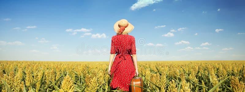 Menina com mala de viagem imagem de stock royalty free