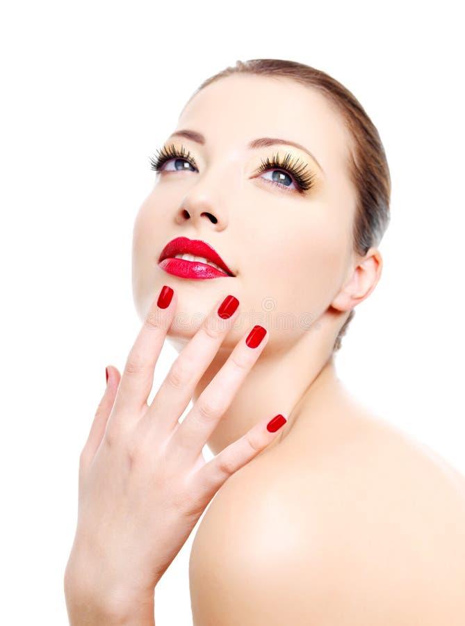 Menina com manicure vermelho do lustro e os bordos 'sexy' imagens de stock