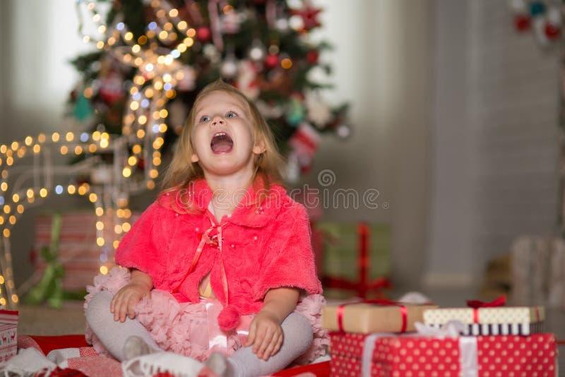 Menina com Natal foto de stock