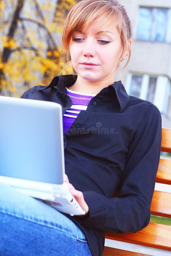 Download A menina com o caderno imagem de stock. Imagem de fêmea - 16854801