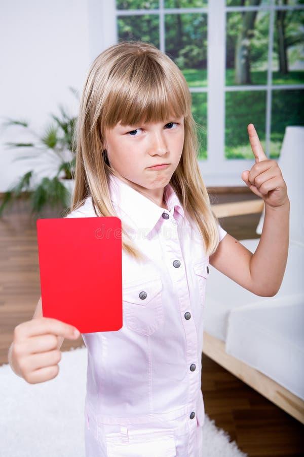 Download Menina Com O Cartão Vermelho Foto de Stock - Imagem de proibido, sinal: 16854800