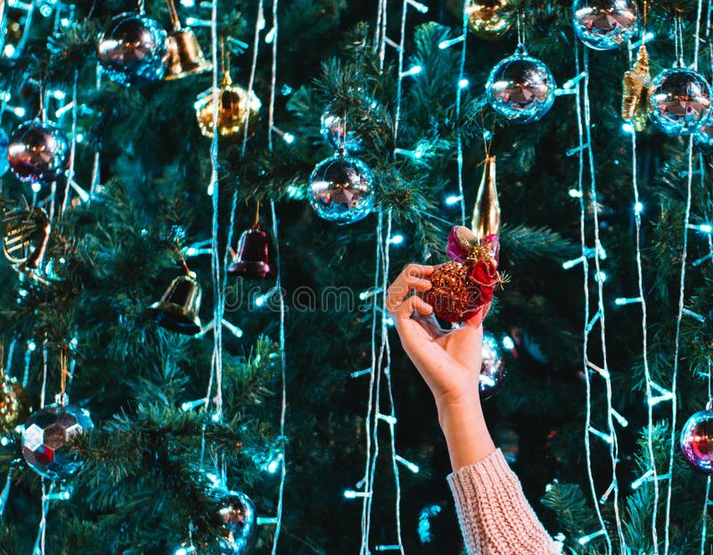 A menina com o Natal imagens de stock royalty free