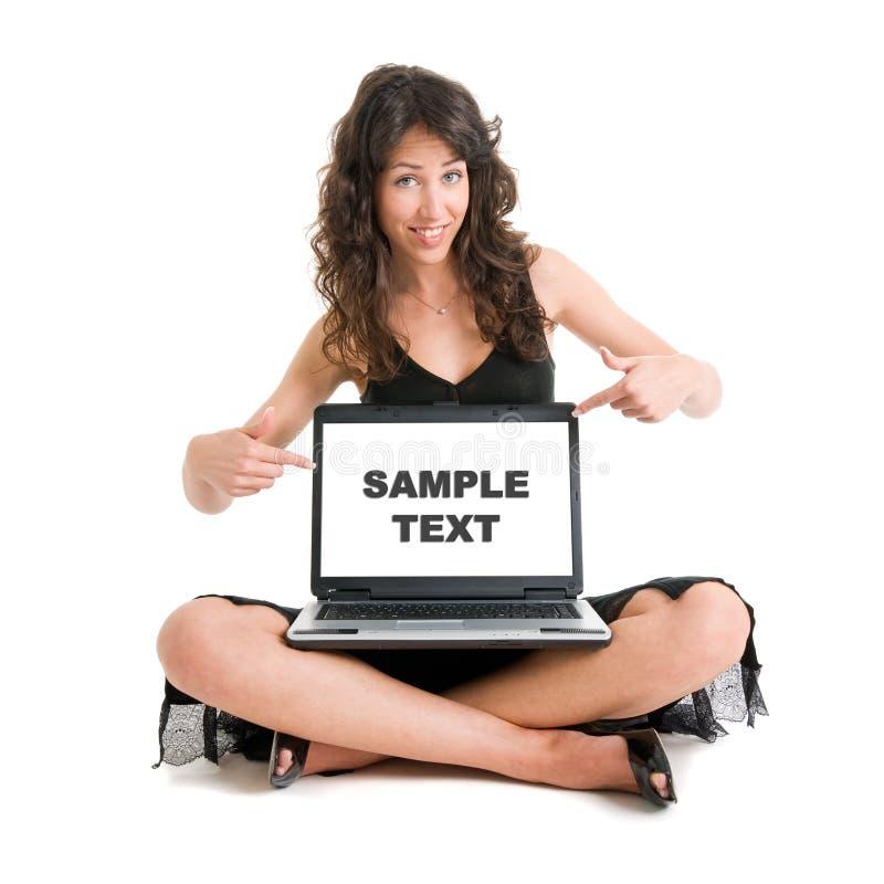 Menina com o portátil útil para anunciar imagem de stock