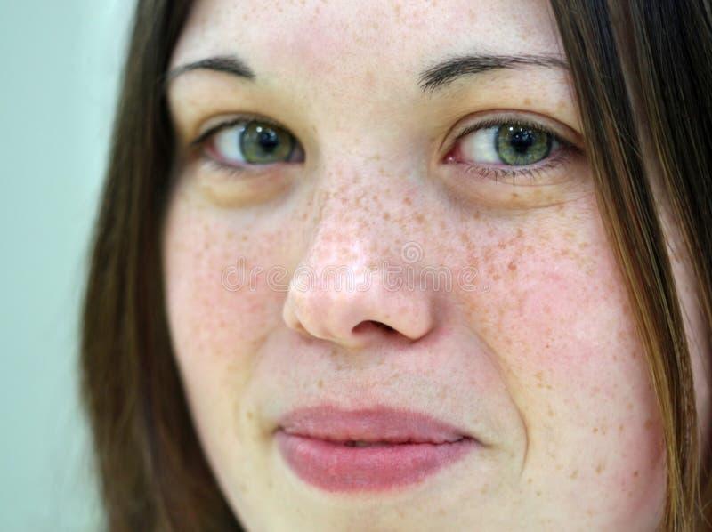 Menina com os olhos verdes bonitos foto de stock royalty free