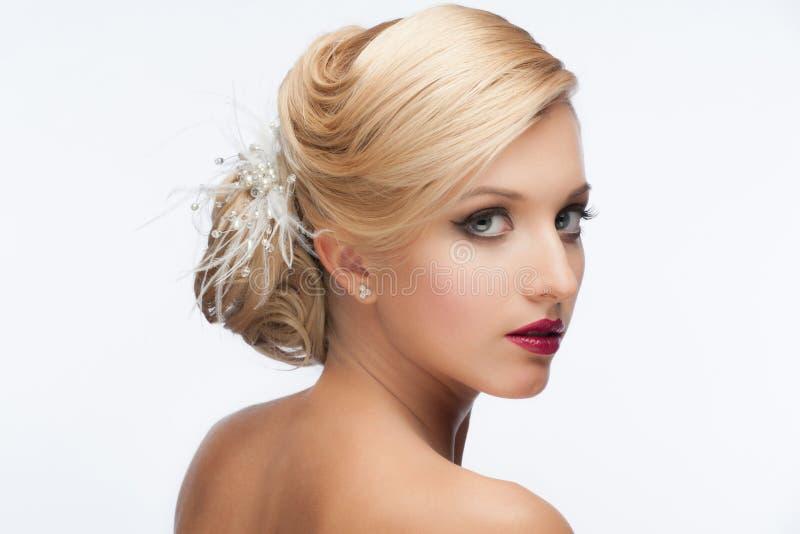 Menina com penteado e composição imagens de stock